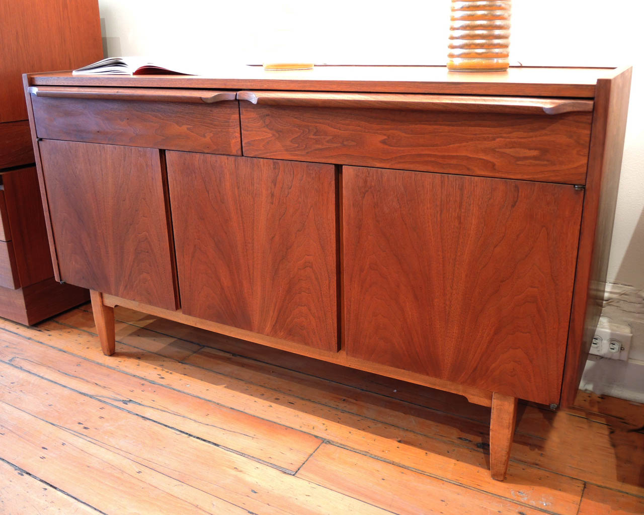 Mid Century Modern Credenza INabstracto : walnut credenza from inabstracto.wordpress.com size 1280 x 1024 jpeg 175kB