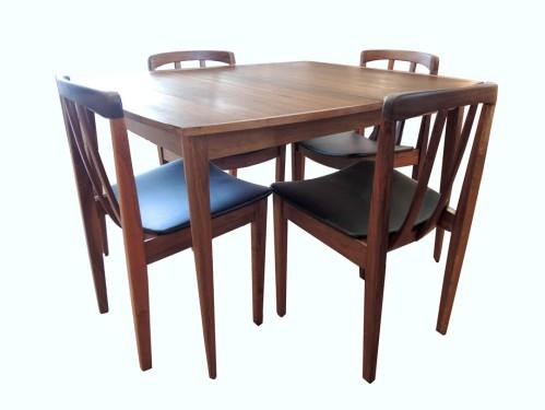 Walnut Honderich Dining Set