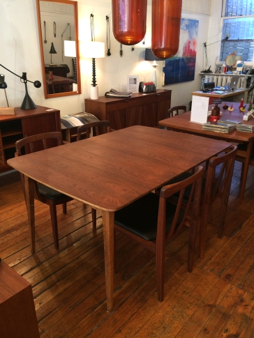 walnut-dining-table_chairs