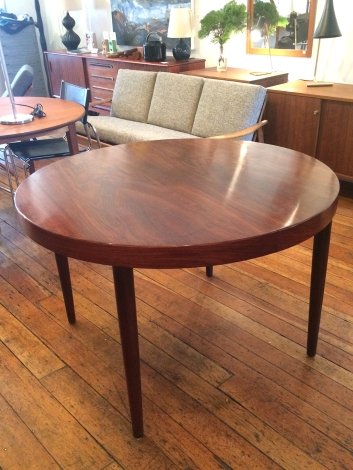 round-rosewood-table