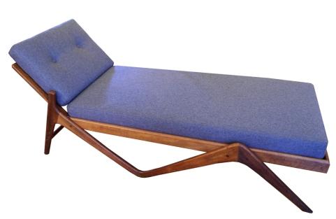teak-chaise-lounge