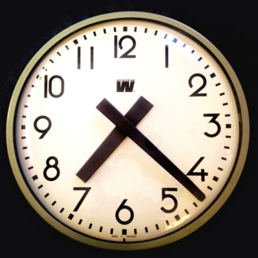 west_bauhaus-clock